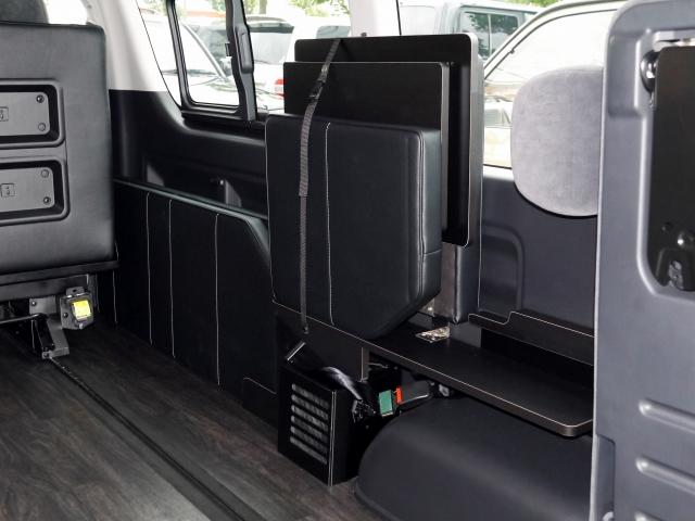 ハイエース内装カスタム FD-BOX2_T 横乗り式サードシート収納時