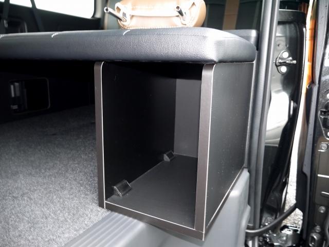 ハイエース200系ワゴンGL用ベッドキット BOXも装備
