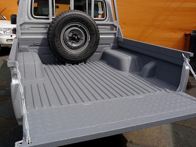 ランクル70 GRJ79 ピックアップトラック荷台にLINE,X塗装